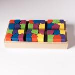 """Vista superior de """"6x6"""". Seis piezas completas de diferente color encajadas en la base."""