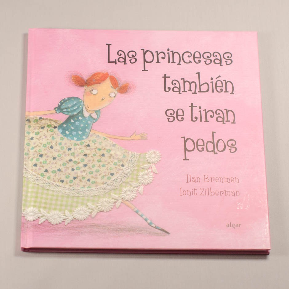 """Libro """"Las princesas también se tiran pedos"""". En portada, un chica de amplia falda corriendo mientras mira atrás."""