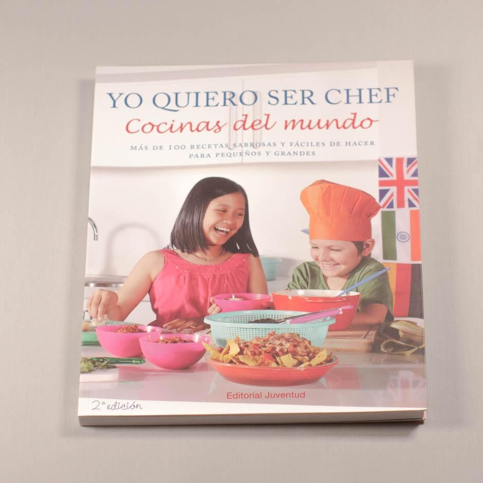 """Libro """"Yo quiero ser chef"""". En portada, la fotografía de un niño y una niña riendo tras una mesa de cocina."""